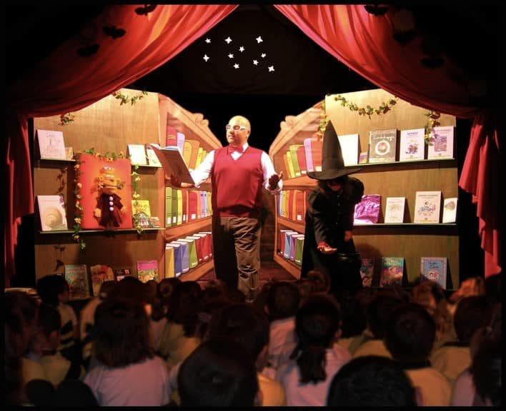 Sala teatro escolar de La Casa Inglesa, cuentacuentos amenos y divertidos
