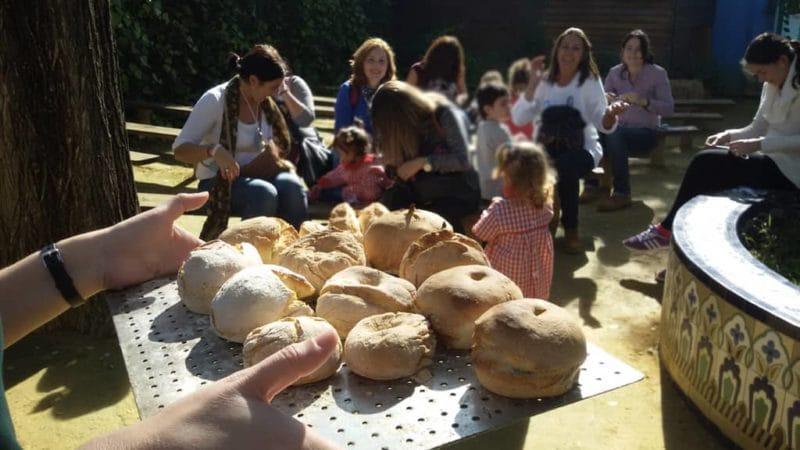 El taller de hacer pan en otra de las actividades en familia de La Granja escuela La Buhardilla